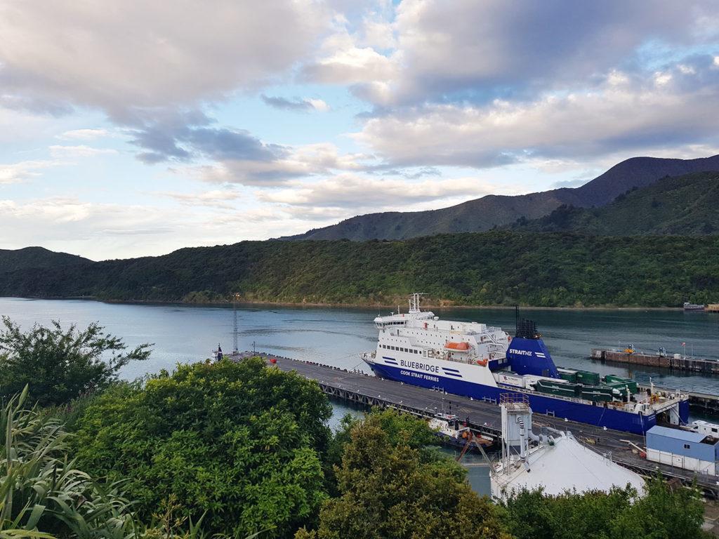 Aussicht auf Fähre in Picton in Neuseeland