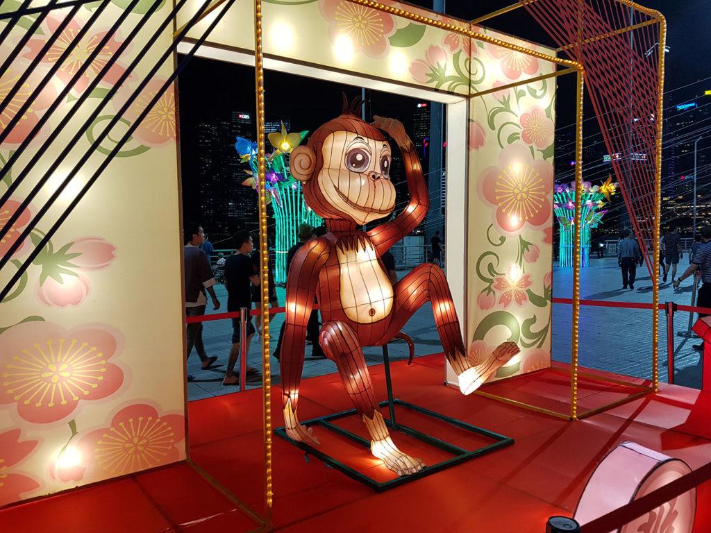 Beleuchtete Affenfigur