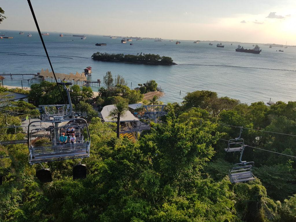 Gondelfahrt in Sentosa mit Meerblick in Singapur
