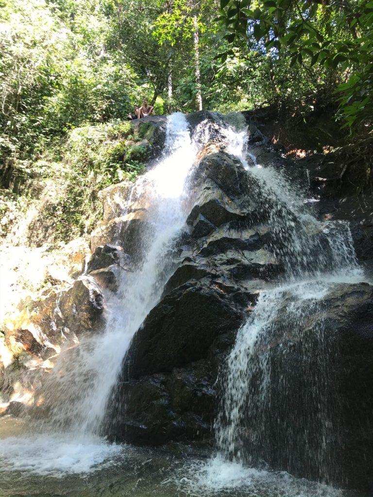 Blick auf Kanching Wasserfall