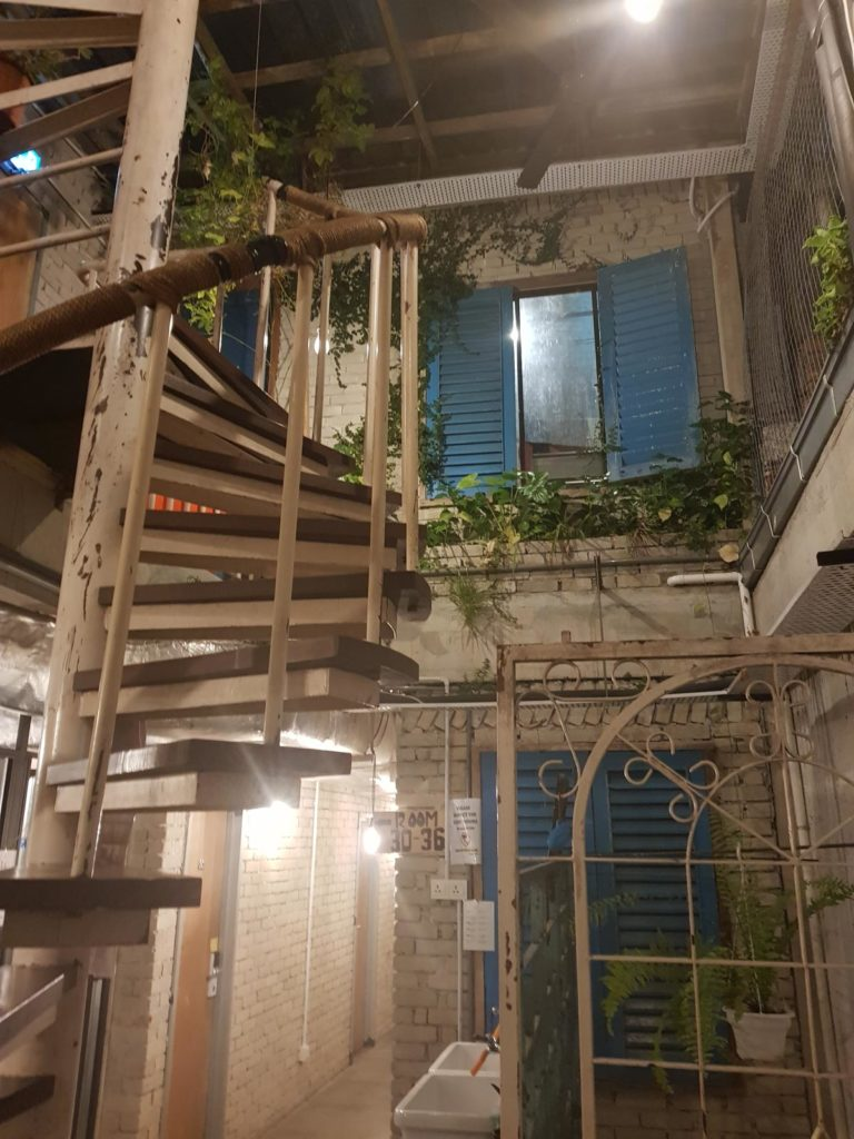 Shabby Chic Wendeltreppe Mingle Hostel