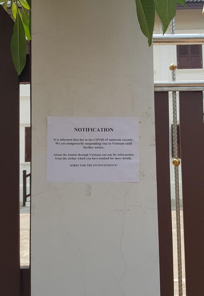 Coronavirus-Hinweisschild vor vietnamesischen Konsulat